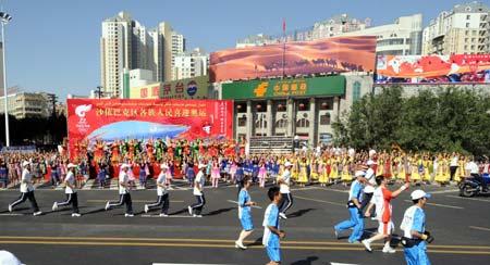 Olympic flame passes in Urumqi